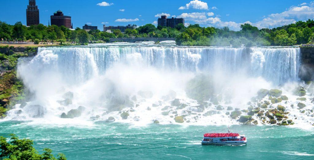 آبشار نیاگارا و تورهای کشتی کروز در آن در تور کانادا 14 روزه